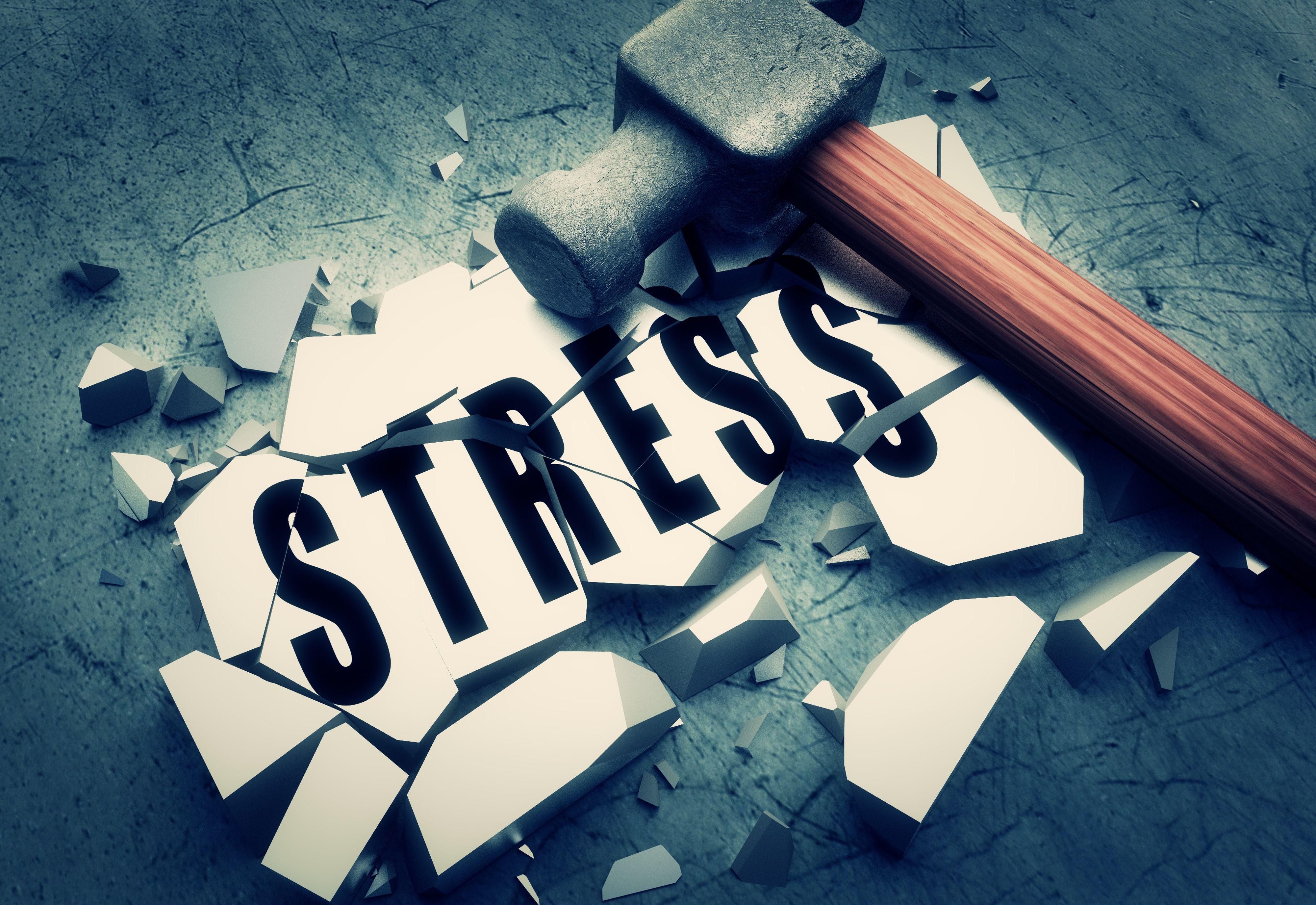 Poziom stresu podwyższa również strach przed utratą pracy. (Fot. Shutterstock)