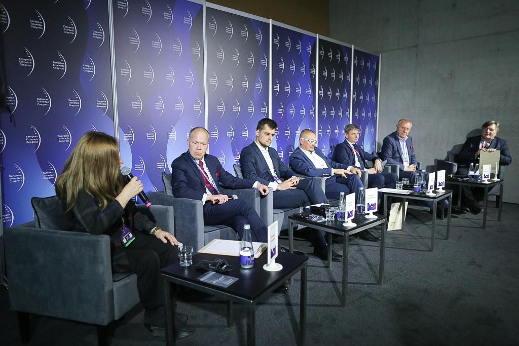 Uczestnicy sesji 'Moje królestwo. Modele, style, generacje a zarządzanie firmą' zorganizowanej w ramach Europejskiego Kongresu Gospodarczego.