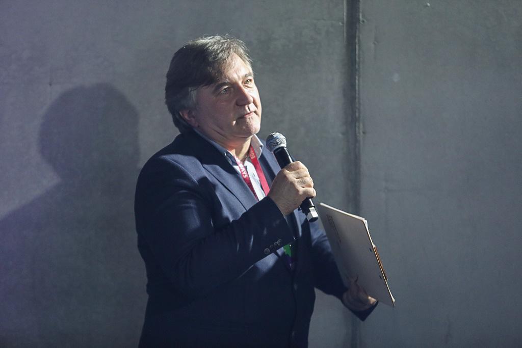 Moderator Paweł Kubisiak, zastępca redaktora naczelnego Harvard Business Review Polska