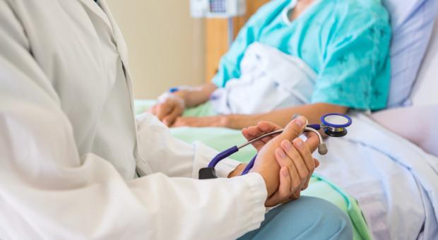 Braki kadrowe i podwyżki nadal doskwierają służbie zdrowia