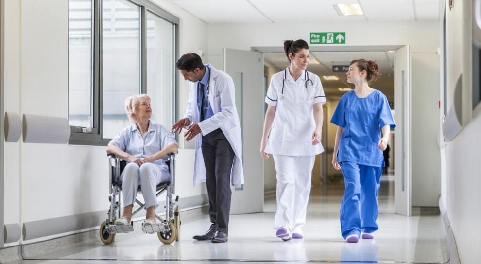 Raport Manpower Group: brakuje lekarzy, pielęgniarek i salowych