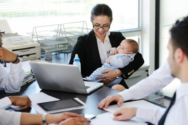 Mama w pracy ma swoje prawa. Zobacz praktyczny poradnik