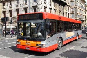 Kierowcy autobusów masowo zgłosili się pracy w komisjach wyborczych. Konieczne zmiany w ruchu