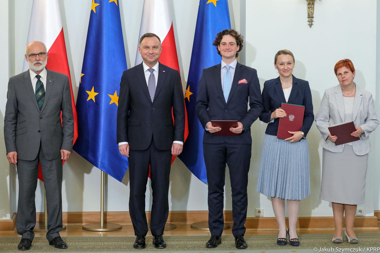Laureatami olimpiady są uczniowie ze wszystkich stron Polski (fot.prezydent.pl/Jakub Szymczuk)