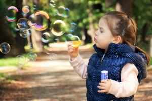 Eksperci policzyli ile wydajemy na wychowanie dzieci. Jak to się ma do naszych zarobków?