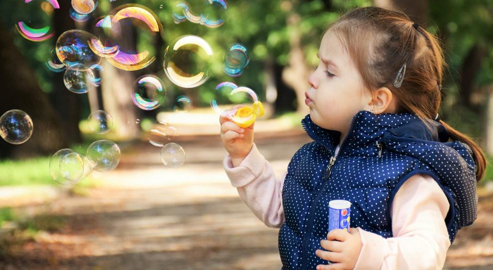 Koszt wychowania dzieci wzrósł o 10–20 tys. Pochłania od 15 do 30 proc. domowego budżetu