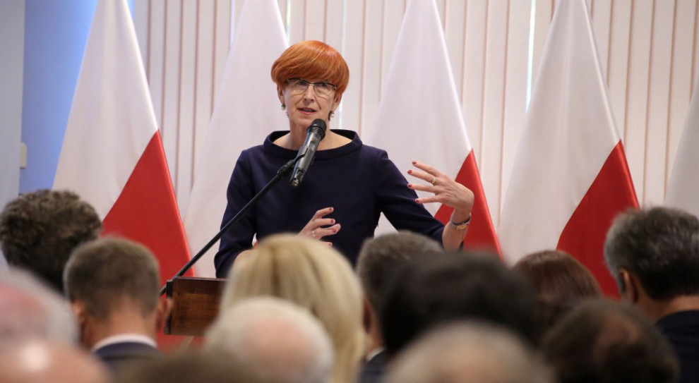 Elżbieta Rafalska: Rząd - Janosikiem? Pochopna ocena