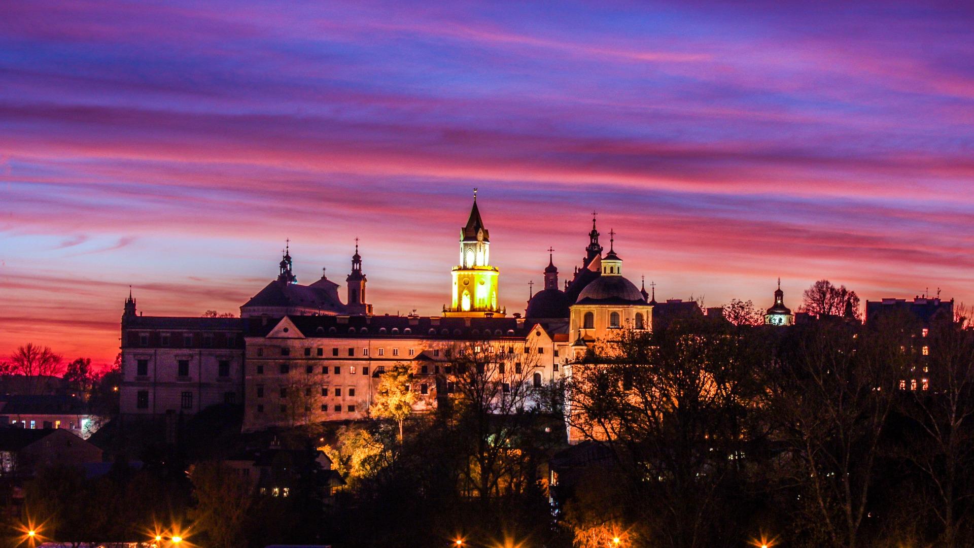 Jak mówi Szubert, Polska zawdzięcza wzrost gospodarczy w dużej mierze przedsiębiorstwom realizującym łatwo automatyzowalne prace. (fot. Lublin, pixabay.com)