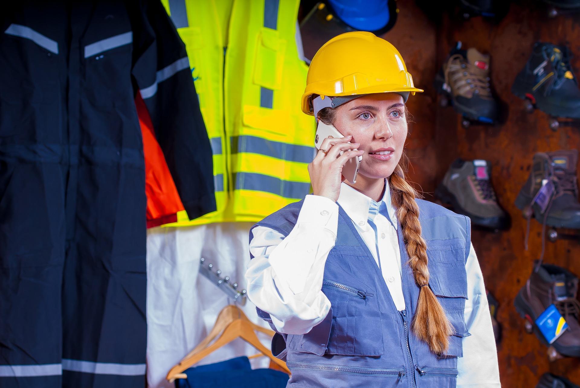Polacy pracujący w branży logistycznej i transportowej z reguły są świadomi odpowiedzialności, jaka spoczywa na każdym pracowniku za zdrowie i życie swoje, oraz innych osób. (fot. pixabay.com)