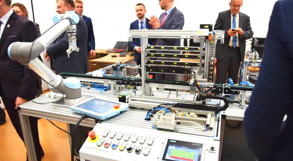 Siemens inwestuje w edukację. Otworzy pracownię mechatroniczną