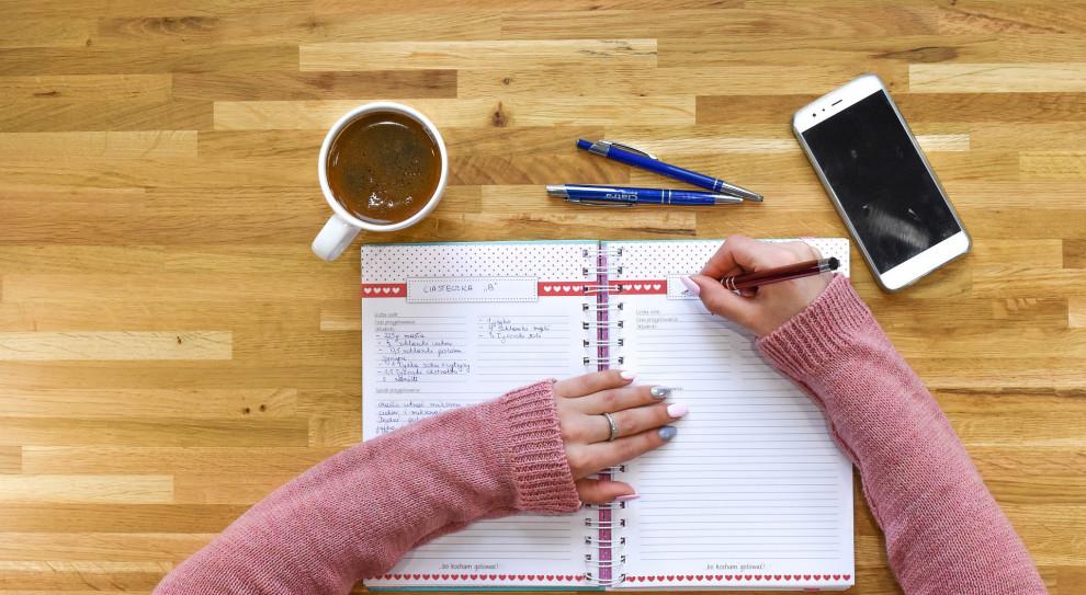 Te czynności najbardziej ograniczają efektywność pracy w biurze. Można temu zaradzić