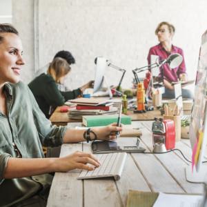 Praca w marketingu ma dwa oblicza. Młodzi walczą o wejście do branży