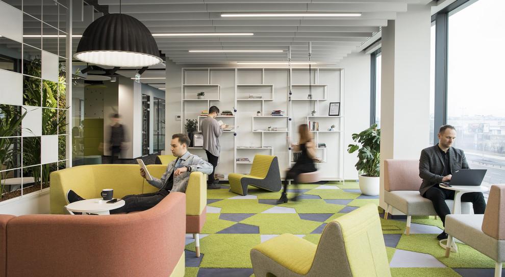 Przyszłość pracy to wielofunkcyjne biurowce i pracownicy oblepieni czujnikami