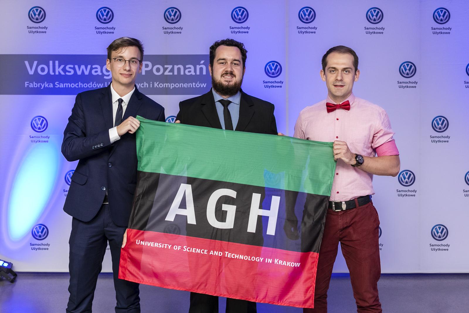 Wyróżnieni przez Volkswagen Poznań studenci krakowskiej AGH. (fot. materiały prasowe/Volkswagen Poznań)