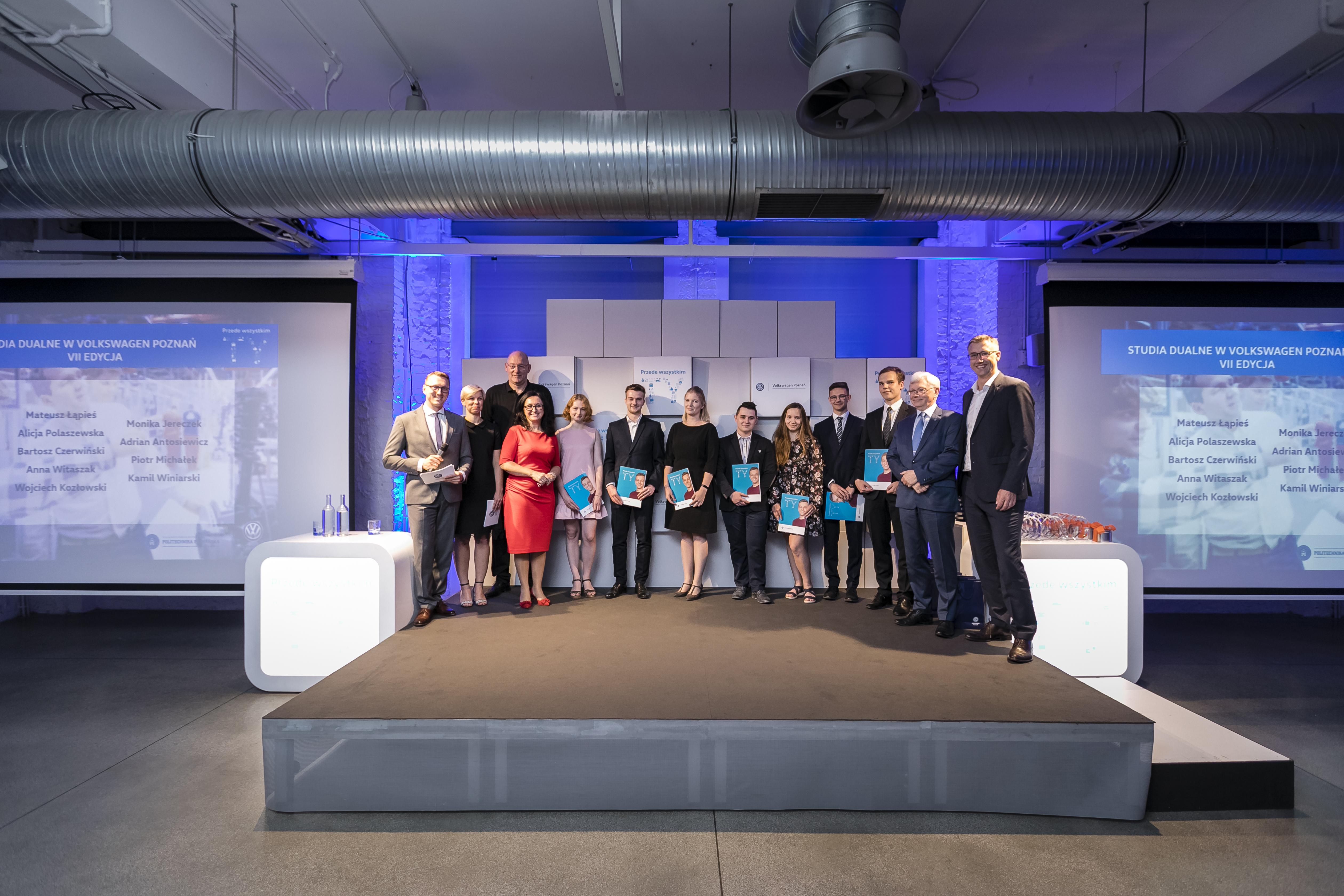 Zdjęcie z gali studentów Volkswagen Poznań. (fot. materiały prasowe/Volkswagen Poznań)