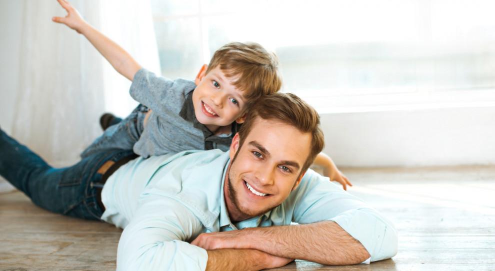 Polscy ojcowie nie korzystają z urlopów rodzicielskich. Będą do tego zmuszeni?