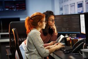 Jak zasypać przepaść między kobietami i mężczyznami w IT?