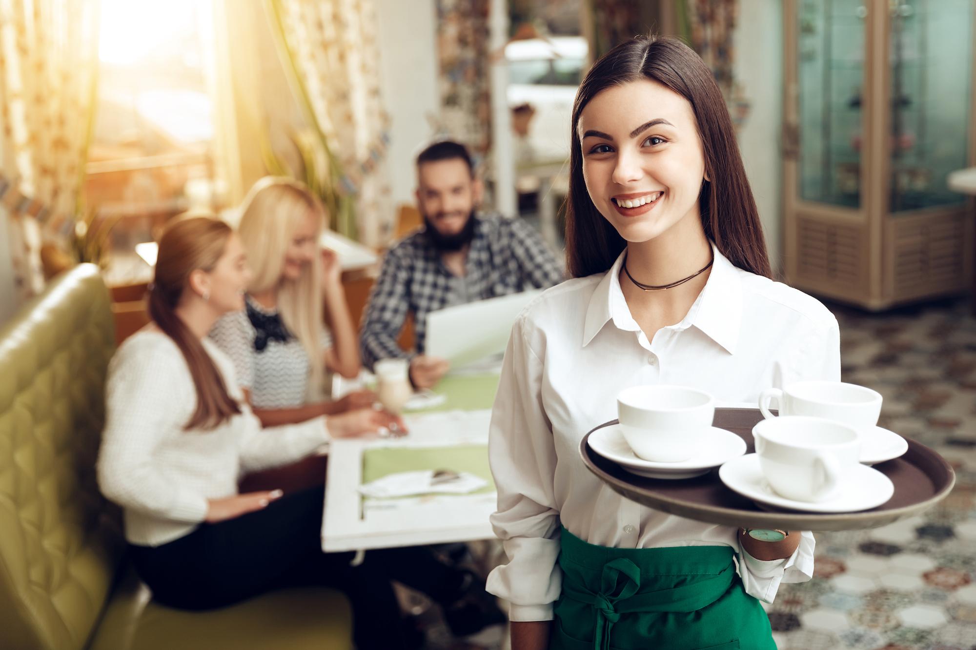 W zdecydowanie gorszej sytuacji znalazły się pracujące w gastronomii kobiety (fot. Shutterstock)