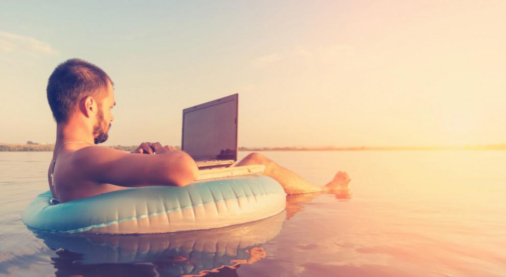 48 proc. Polaków pracuje podczas urlopu