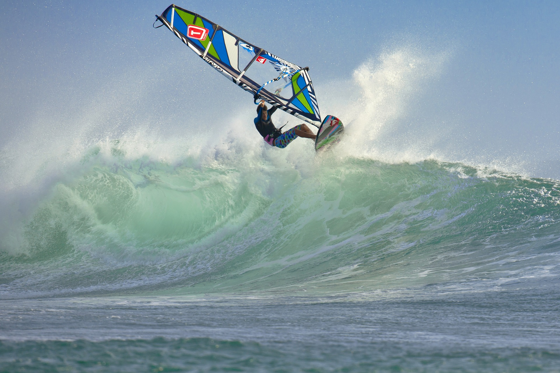 Dla 38 proc. preferowaną formą rozrywki są sporty wodne np. kajaki, skutery, windsurfing, przejażdżki łodziami motorowodnymi czy rejsy żaglówkami. (Fot. Pixabay)