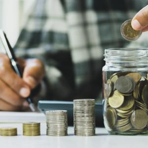 Premier: rocznie w portfelu pracownika pozostanie kilkaset złotych