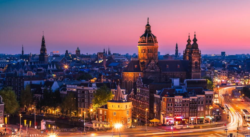 Amsterdam nie chce kolejnych centrów danych. Wstrzymuje pozwolenia
