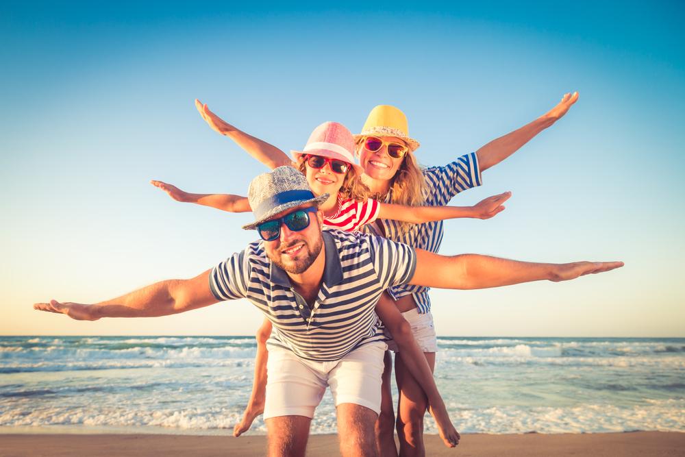 43 proc. firm zatrudniających powyżej 250 pracowników oferuje swoim pracownikom wsparcie związane z wakacyjnymi wyjazdami. (Fot. Shutterstock)