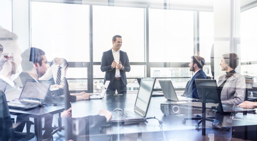 Kadra zarządzająca średniego szczebla pełni w każdym przedsiębiorstwie kluczową rolę. (Fot. Shutterstock)