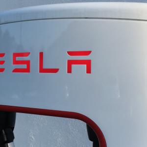 Byli pracownicy ujawnili nieprawidłowości przy produkcji Tesli Model 3