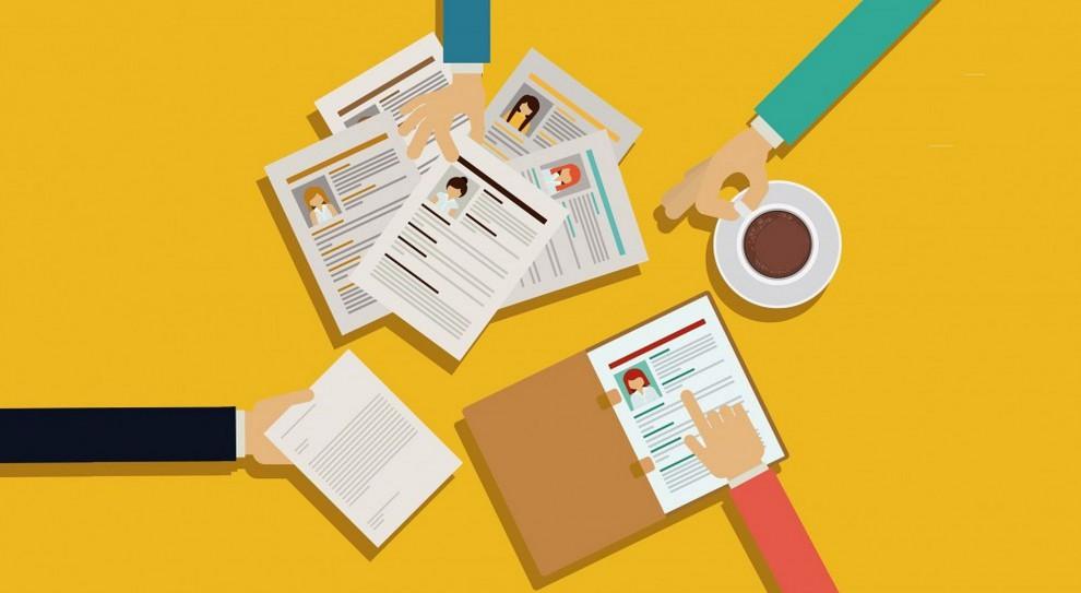 Jak przyznają właściciele agencji zatrudniający rekruterów, większość z nich trafiła do zawodu przypadkiem. (Fot. Shutterstock)