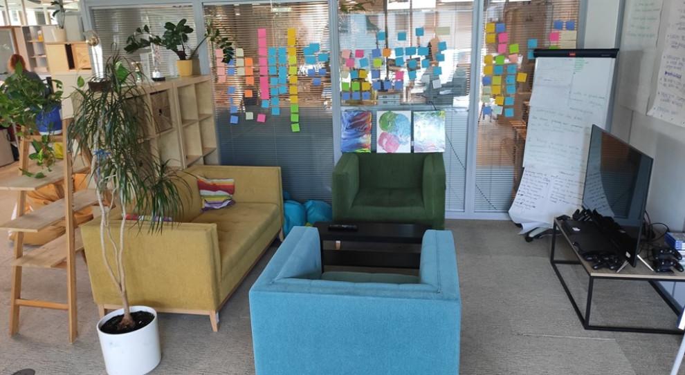 GoldenLine pokazało zdjęcia z nowego biura. Jest kolorowo i dizajnersko