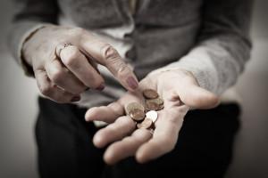 Coraz więcej emerytów z emeryturą niższą niż minimalna