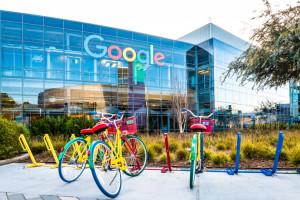 """Google szkoli AI. Pracownicy szukają """"twarzy"""" do testów"""