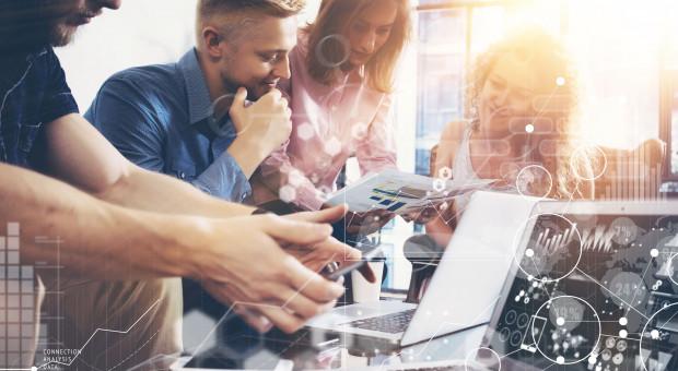 Pracownicy w dojrzałych cyfrowo organizacjach mają czas na eksperymenty