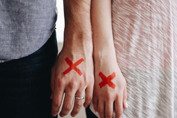 Awans prostą drogą do rozwodu?
