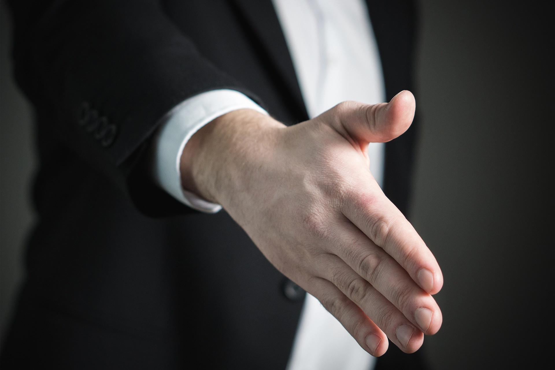Polacy utrzymują się nieco powyżej europejskiej średniej, ale wciąż brakuje im wiele do pracowników z Niemiec (88proc), Danii (88) czy Szwajcarii (87), którzy mogą liczyć na bardziej swobodny, ukierunkowany na dialog, przebieg spotkań oceniających pracownika. (fot. pixabay.com)