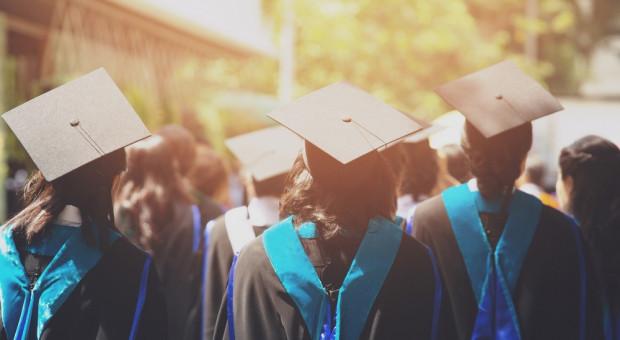 Studenci wydają coraz mniej pieniędzy