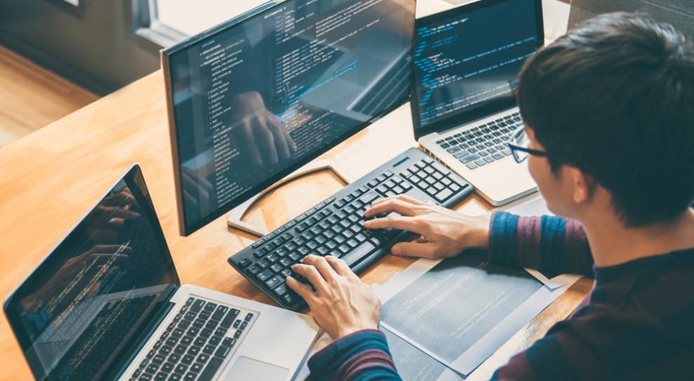 Sztuczna inteligencja wyręczy programistów