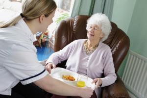 Praca opiekunek dla osób starszych za granicą. Jak to naprawdę wygląda