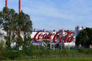 Pracownicy Coca-Coli nie weszli na teren zakładu. Wjazd blokowali... politycy