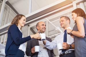 Picie kawy w pracy ważne dla pracujących Polaków