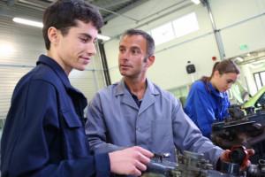 Ile będą zarabiać młodociani pracownicy od września? Oto stawki