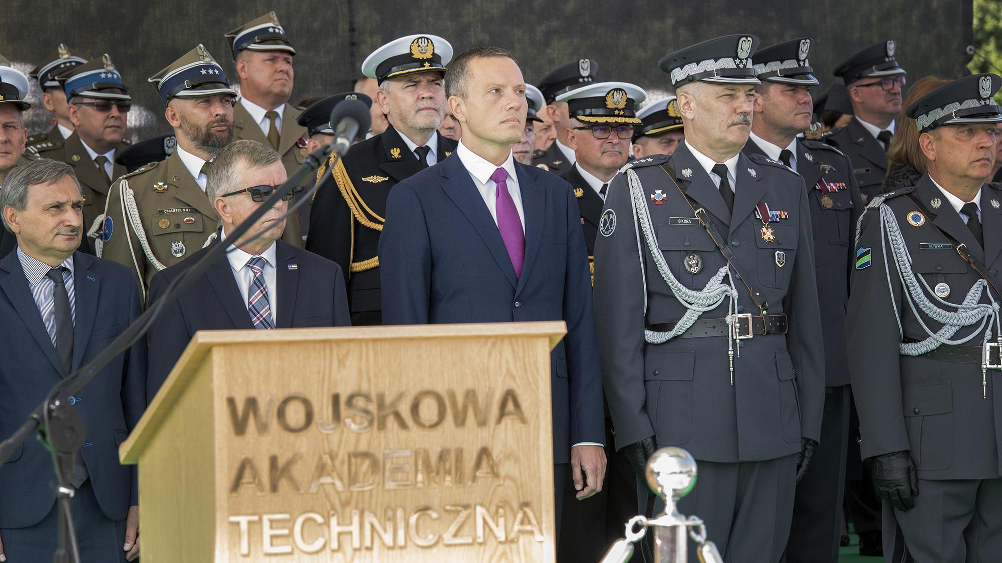 Promocja oficerska, która odbyła się 9 sierpnia w Warszawie przed Grobem Nieznanego Żołnierza (źródło: gov.pl)