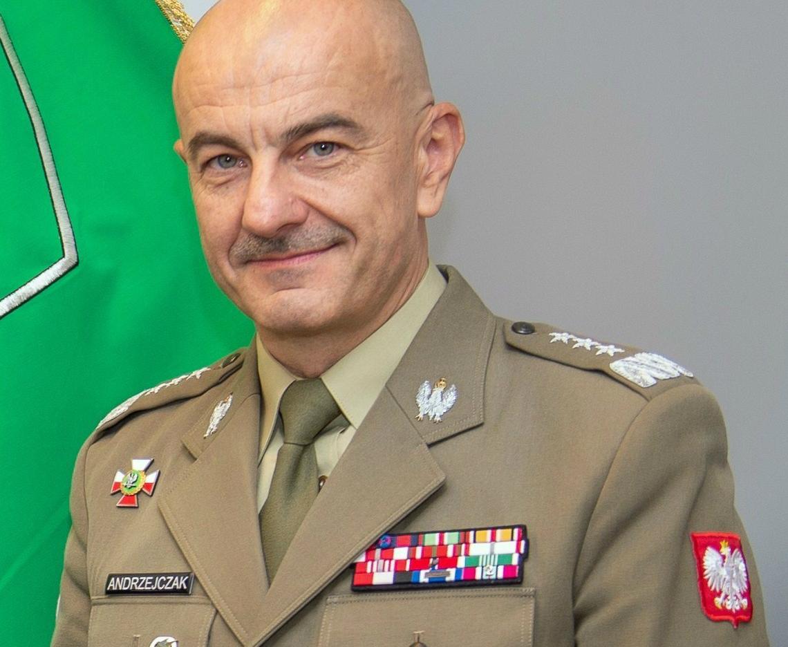 Szef Sztabu Generalnego WP gen. broni Rajmund Andrzejczak. Zdjęcie w czasie jednej z wizyt w strukturach NATO. (fot. U.S. Air Force/domena publiczna)