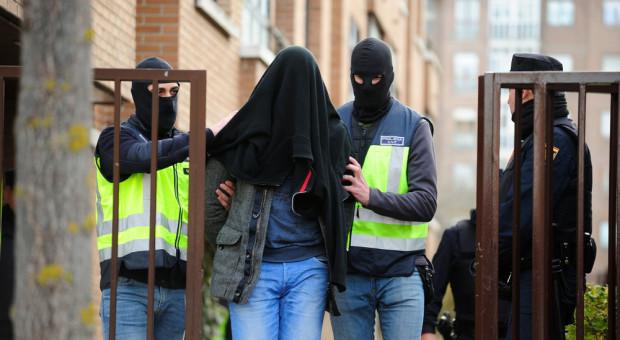 Nielegalnie załatwiali cudzoziemcom zezwolenia na pracę. Sprawę bada prokuratura