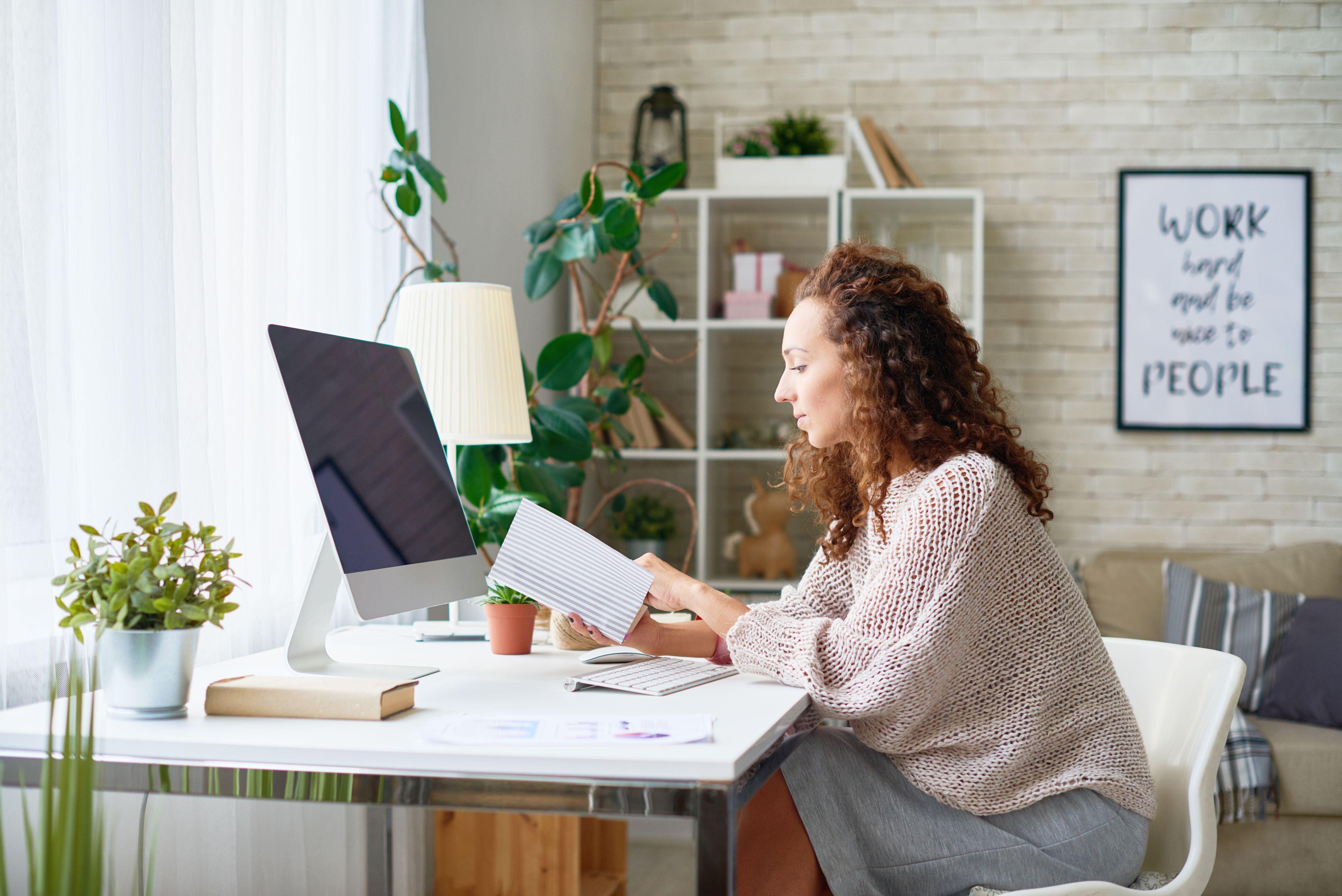 Gig economy jest związana z elastycznością - pozwala na pracę z dowolnego miejsca na ziemi, w dowolnym czasie. (Fot. Shutterstock)