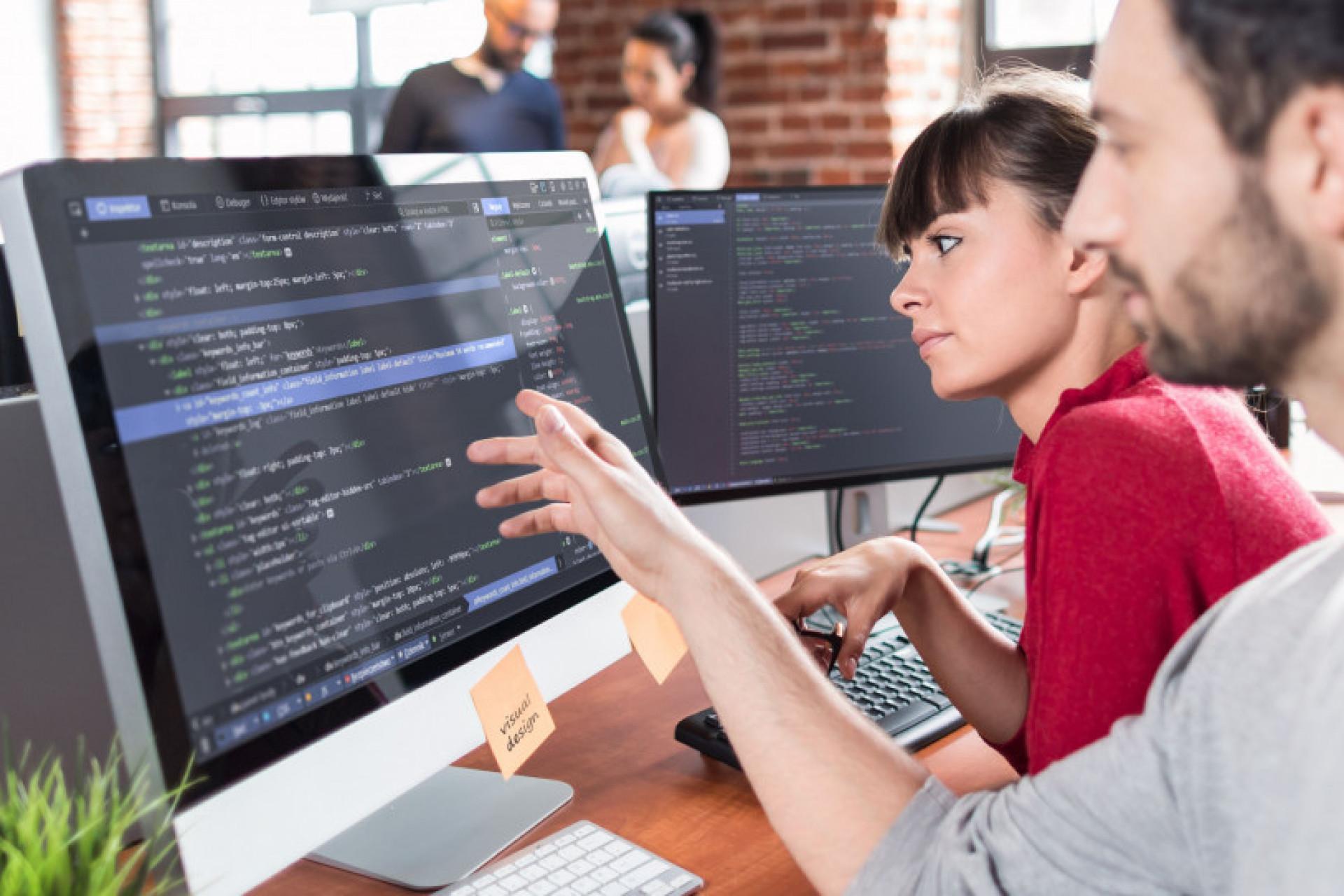 Badanie: branża IT z najniższym wskaźnikiem pracy podczas urlopów