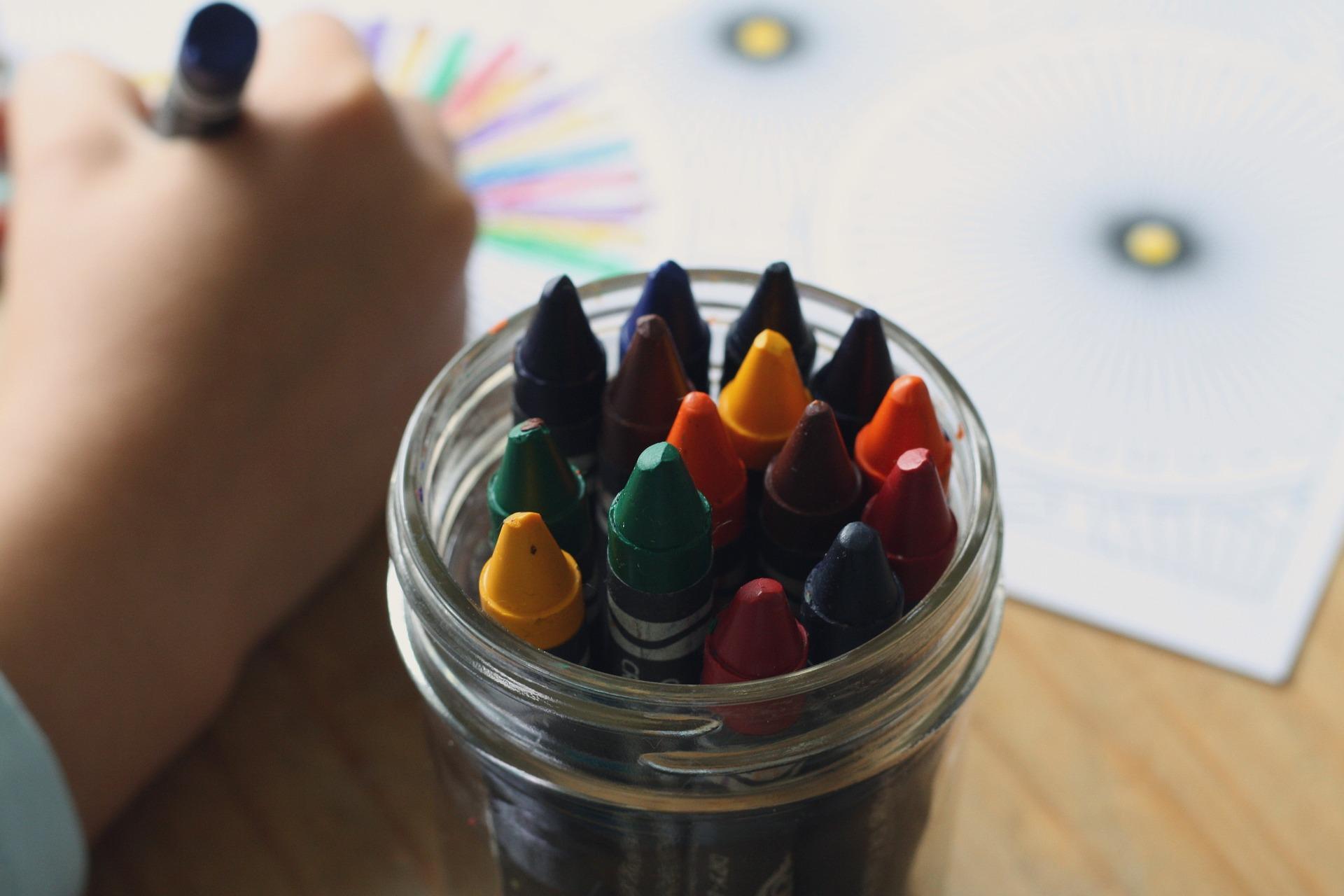 Na pytanie fundacji: czy zdecydowaliby się wesprzeć zdolne dziecko z niezamożnej rodziny, gdyby nie było to bardzo skomplikowane - 89 proc. Polaków odpowiedziało twierdząco. (fot. pixabay.com)