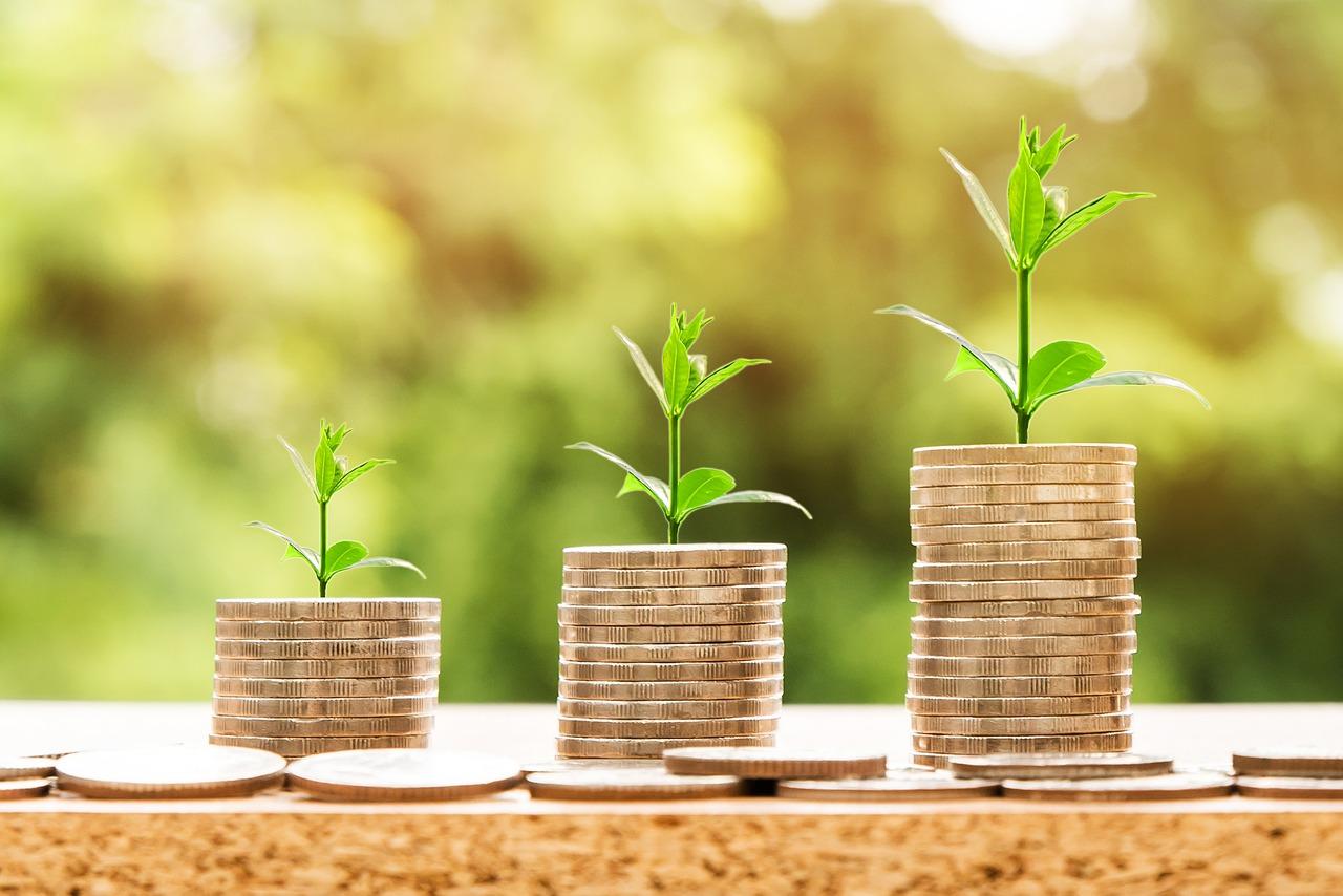 Jak wynika ze statystyk, im mniejsza firma tym trudniej o większe zaangażowanie pracowników (fot. Pixabay)