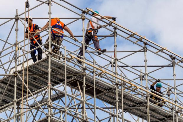 Dyrektorzy wskazali największe bariery do pokonania w prowadzeniu firm